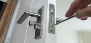 Protege-tu-casa-cambiar-bombin-puerta-blindad