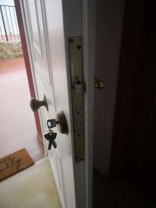 Cerrajero en Monovar --- Colocación de Cerraduras de Seguridad