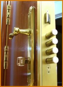 Colocamos cerraduras de varios anclajes y pasadores